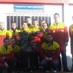 Classe 2010-2011 devant local formation